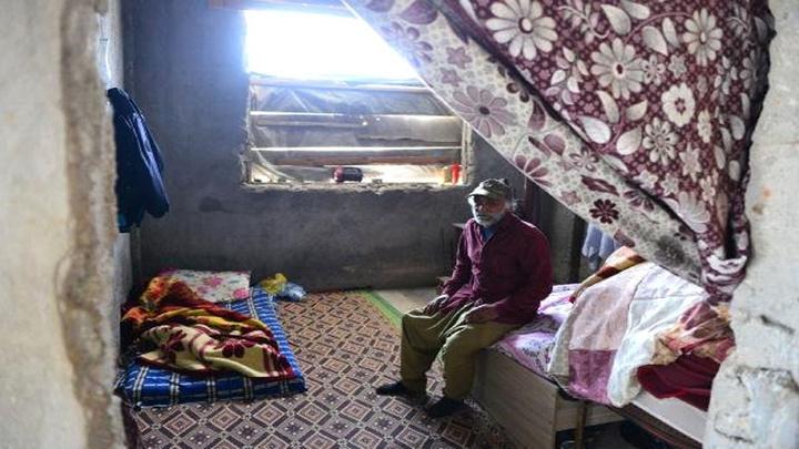 Adana'da kapısız ve penceresiz evde yaşıyorlar
