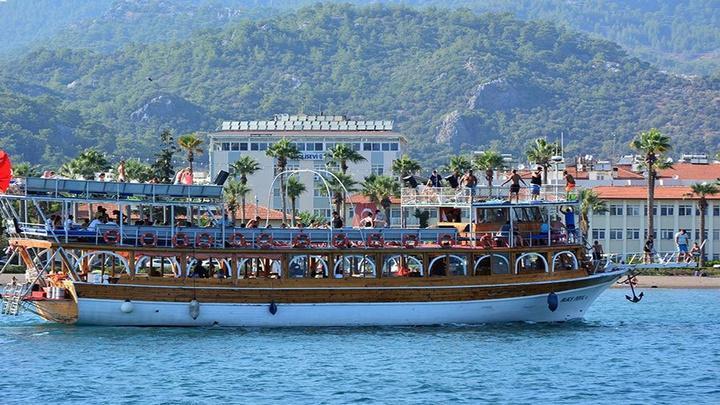 Marmaris'te tekneler yeni turizm sezonu için hazırlıklara başladı