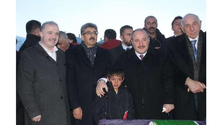 Sanayi ve Teknoloji Bakanı Mustafa Varank Van'da iki aşiretin barış yemeğine katıldı