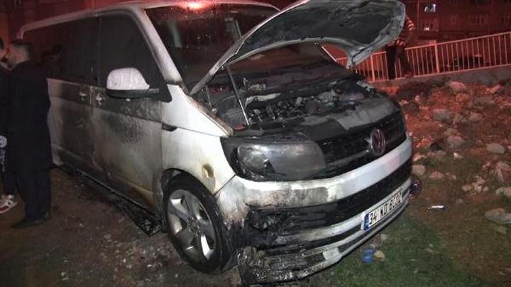 Başakşehir'de park halindeki iki araç ateşe verildi