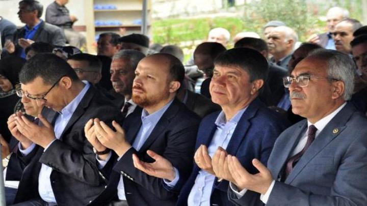 Cumhurbaşkanı Erdoğan'ın avukatlarından Ahmet Özel annesi adına Manavgat'ta cami yaptırdı, Bilal Erdoğan caminin açılışına katıldı