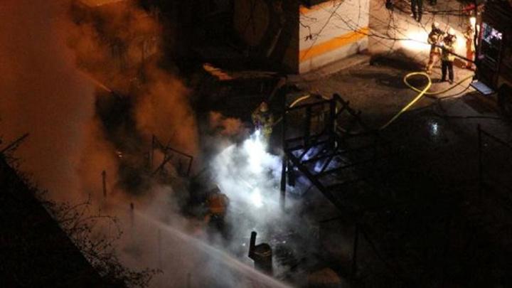 Sarıyer'de balıkçı barınağında yangın, yangında tüp patladı