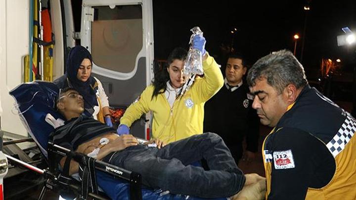 Adana'da 17 yaşındaki genç, tabancayla oynarken yanlışlıkla kendini vurdu