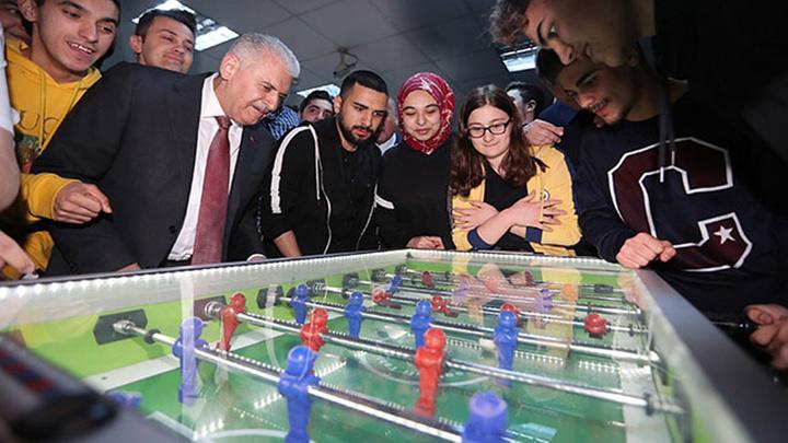 AK Parti İstanbul Belediye Başkan Adayı Binali Yıldırım 'PUBG' den sonra langırt oynadı