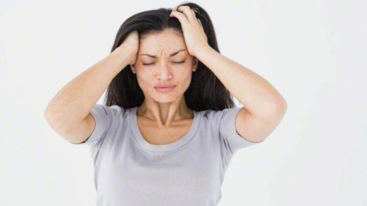 Doç.Dr. Yavuz Selim Yıldırım'dan tekrarlayan baş ağrıları için uyarılar