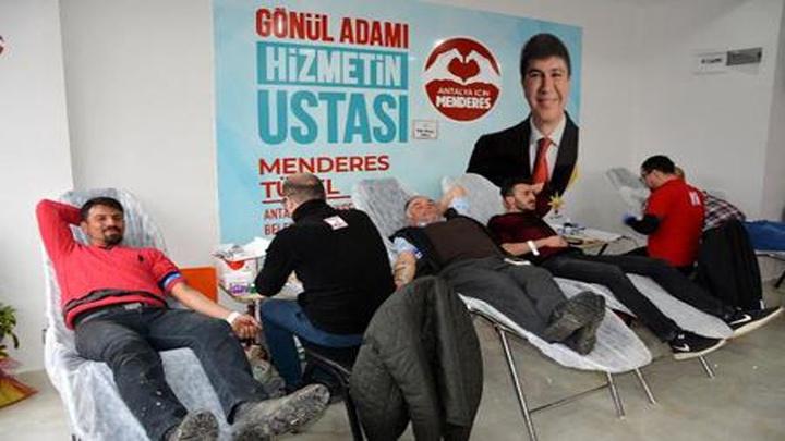 Antalya'da seçim koordinasyon merkezinde kan bağışı kampanyası gerçekleştirildi.