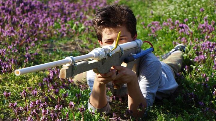 Amasya'da lise öğrencisi el pompası ve su borusundan tüfek yaptı