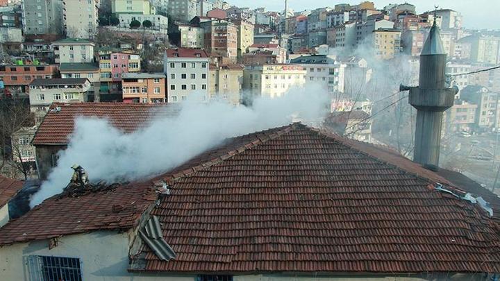 Kağıthane'de Şirintepe Barbaros Camii'nde yangın çıktı