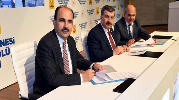 Sağlık Bakanı Fahrettin Koca, Eski Hava Hastanesi'nin Konya Büyükşehir'e devri için Konevi Kütüphanesi imza törenine katıldı