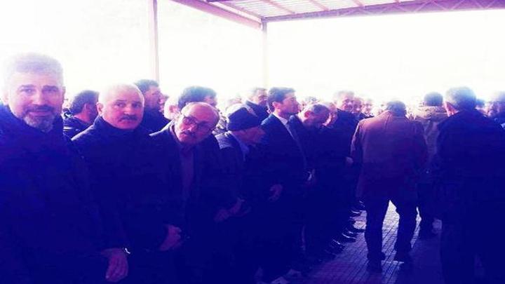 CHP'li milletvekili Ahmet Kaya'nın cuma namazı çıkışında ayakkabıları kayboldu, terlikle cenaze namazı kıldı
