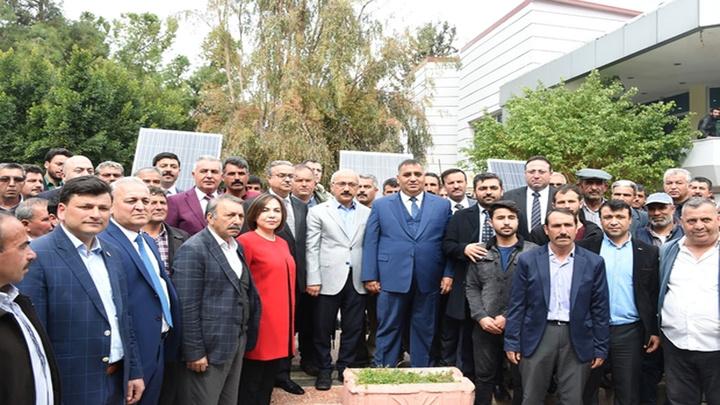 Tarsus'ta üreticilikle uğraşan yörüklere güneş enerji paneli dağıtıldı