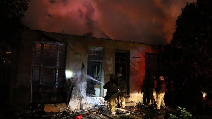 Kadıköy'de kullanılmayan 4 bina yandı