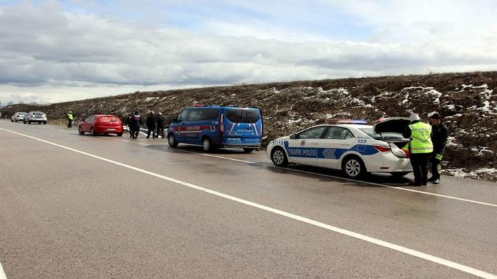 Kayseri'de kaza yapanların yardımına koşan vatandaşa otomobil çarptı: 1 ölü, 5 yaralı