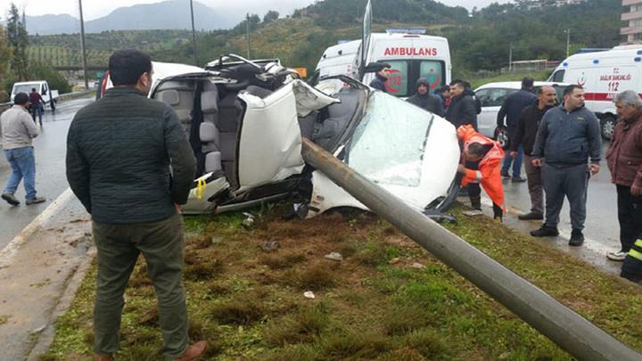 Hatay'da meydana gelen trafik kazasında anne hayatını kaybederken 4 yaşındaki oğlu yaralanmadan kurtuldu