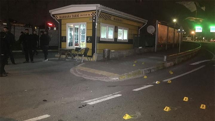 Avcılar'da iki kişi taksi durağına silahlı saldırı düzenledi