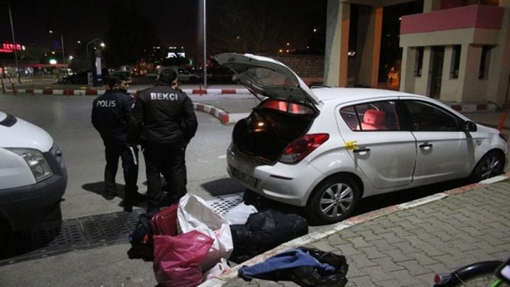 İzmir'de seyir halindeki otomobile ateş açıldı: 1 yaralı