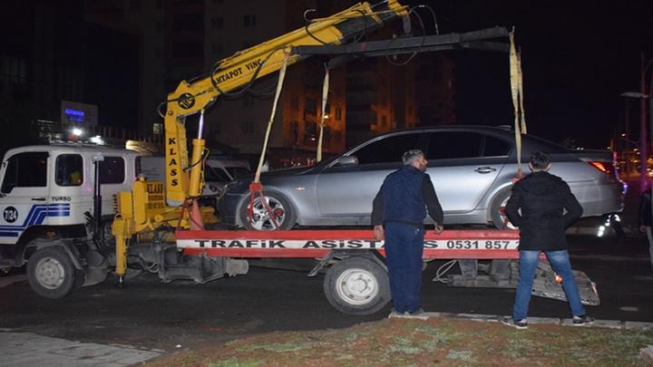 Malatya'da başka bir otomobile çarpan araç sürücüsü otomobili bırakıp kaçtı: 2 yaralı