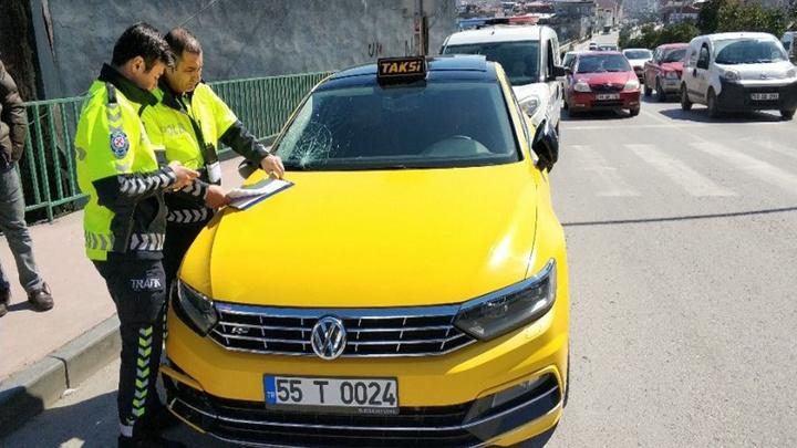 Samsun'da ticari taksi yaşlı bir kadına çarptı, yaşlı kadın hastanede hayatını kaybetti