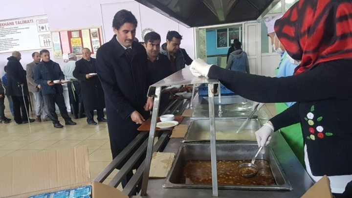 Ağrı'da 500 kişiye hoşaf ve buğday çorbası dağıtıldı