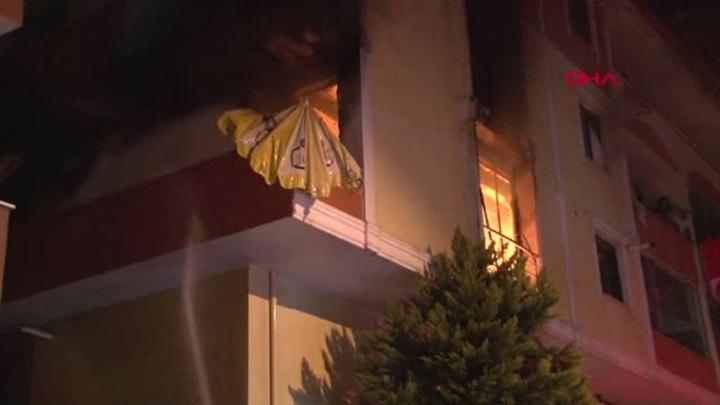 Maltepe'de 3 katlı apartmanda çıkan yangın korkuttu