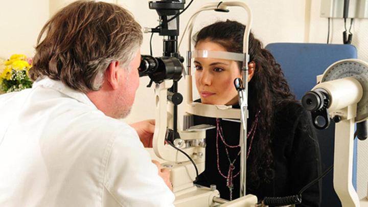 Göz Hastalıkları Uzmanı Doç. Dr. Barış Yeniad, gözyaşı kanal tıkanıklığının belirtilerini anlattı
