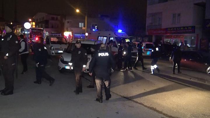 Bursa'da husumetli olan iki akraba arasında bıçak, satır ve sopalarla kavga çıktı: 6 kişi yaralanırken 16 kişi gözaltına alındı