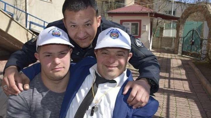 Elazığ'da Emniyet Müdürlüğü down sendromlu çocukları ağırladı