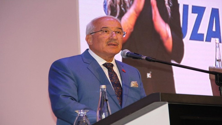 Mersin Büyükşehir Belediye Başkanı Burhanettin Kocamaz, 10. Yıl Marşı ile veda etti