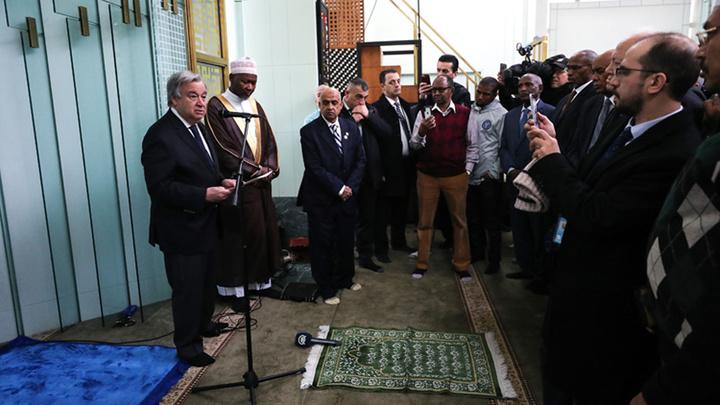 Birleşmiş Milletler Genel Sekreteri Antonio Guterres New York'ta Cuma namazı öncesi cami ziyaretinde bulundu
