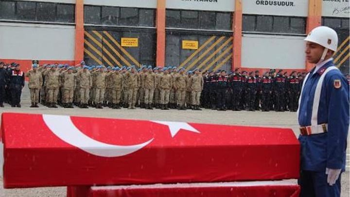 Kastamonu'da İl Jandarma Komutanlığı  kazada hayatını kaybeden 3 jandarma uzman onbaşı için tören düzenledi