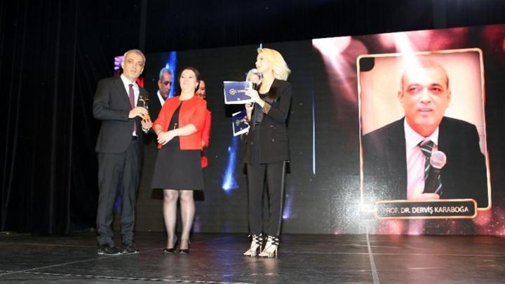 """Prof. Dr. Derviş Karaboğa, yapay zeka alanındaki çalışmaları ile """"En Başarılı Bilim İnsanı"""" ödülünün sahibi oldu"""