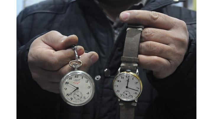 Bursa'da asırlık köstekli saatleri kol saati olarak kullanıma sürüyor