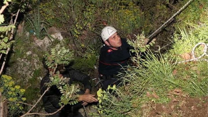 Antalya'da dilek feneri uçurmak istedi, uçurumdan düştü