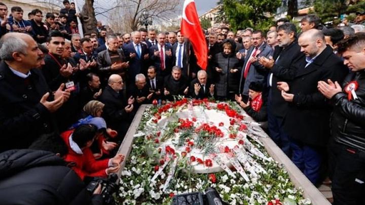 Muhsin Yazıcıoğlu, ölümünün 10. yılında kabri başında anıldı