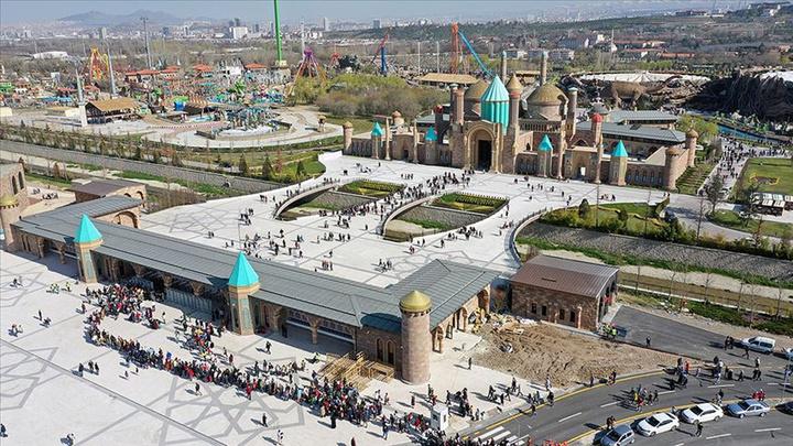 Cumhurbaşkanı  Recep Tayyip Erdoğan, Ankapark'a ücretsiz giriş uygulamasını 23 Nisan'a kadar uzattı