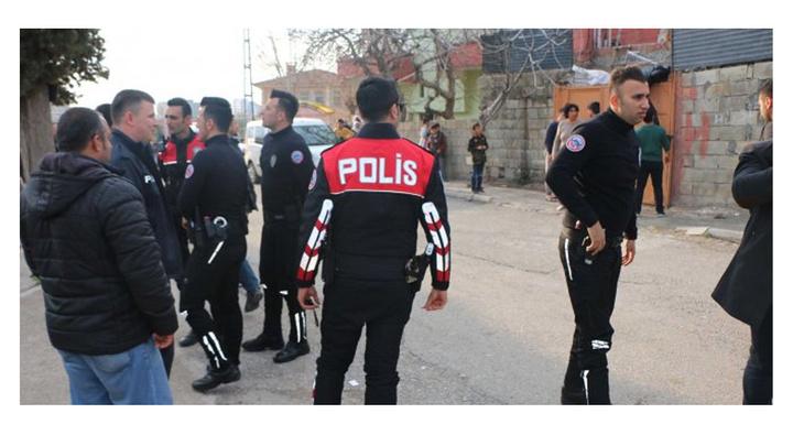 Adıyaman'da aralarında husumet bulunan komşu aileler arasında bıçaklı kavgada 1 kişi yaralandı, 3 kişi gözaltı alındı