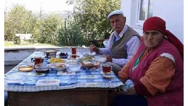 Zonguldak'ta yaşlı çift iki saat arayla vefat etti