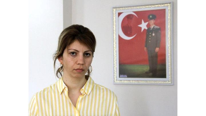 Cumhurbaşkanı Recep Tayyip Erdoğan, CHP'li Zeydan Karalar'ın provokasyonla suçladığı şehit eşine sahip çıktı