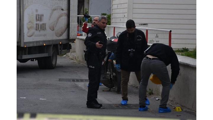 İzmir'de oğlunun gözü önünde babasını göğsünden bıçaklayarak öldürdü