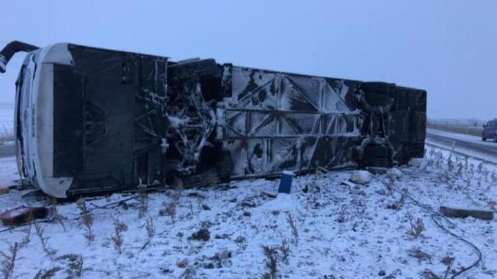 Konya'da kar yağışı ve buzlanma nedeniyle yolcu otobüsü devrildi: 1 ölü, 17 yaralı