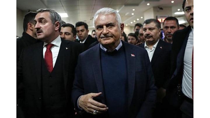 Binali Yıldırım, AK Parti İstanbul İl Başkanlığı binasından ayrıldı