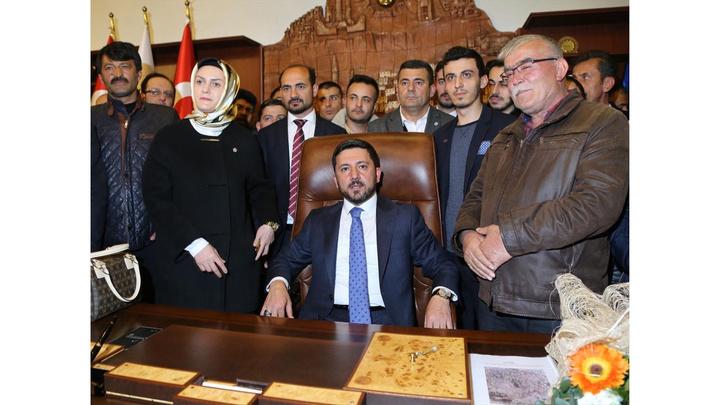 Nevşehir Belediye Başkanı Rasim Arı mazbatasını alarak göreve başladı