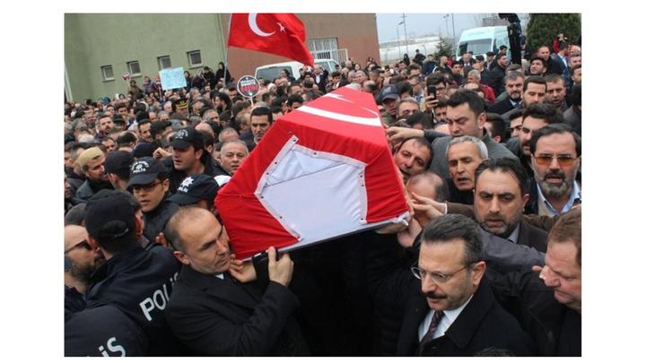 Kocaeli'de öğrencisi tarafından defalarca bıçaklanarak öldürülen müdür yardımcısı için on binlerce kişi yürüdü