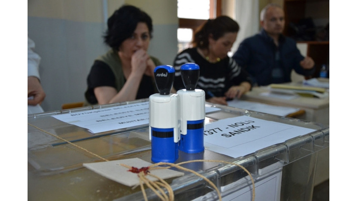 Ankara'da AK Parti'nin itirazı üzerine 11 ilçede oylar tekrar sayılıyor