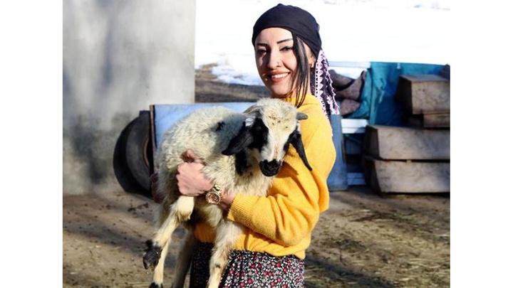 3 yıl önce mezun olup atanamayan Meryem öğretmen Ağrı'da  köyüne muhtar oldu