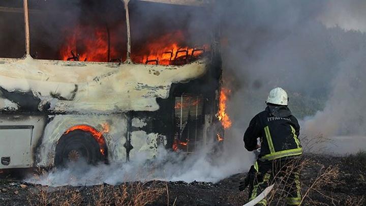 Bursa'da park halindeki 2 otobüsten birinde meydana gelen patlamada 2 otobüs yandı