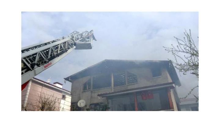 Düzce'de çatı katında yufka yapan kadınlar çatıyı yaktı