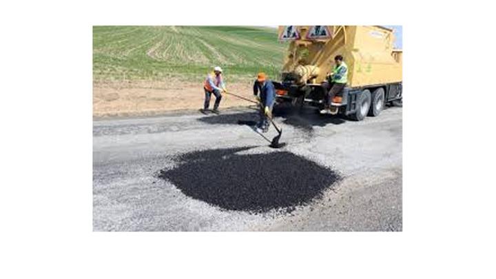 Yozgat'ta havaların ısınmasıyla köy yollarında bakım ve onarım çalışmaları başladı