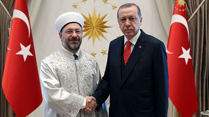 Cumhurbaşkanı Recep Tayyip Erdoğan, Milli Savunma Bakanı Hulusi Akar ile Diyanet İşleri Başkanı Ali Erbaş'ı kabul etti