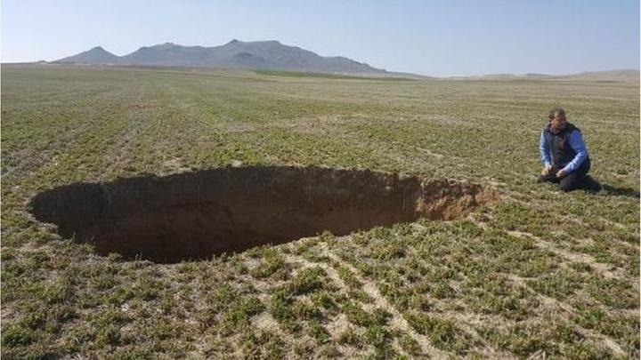Karapınar'da yayla yolunda 10 metre çapında, 10 metre derinliğinde yeni obruk oluştu